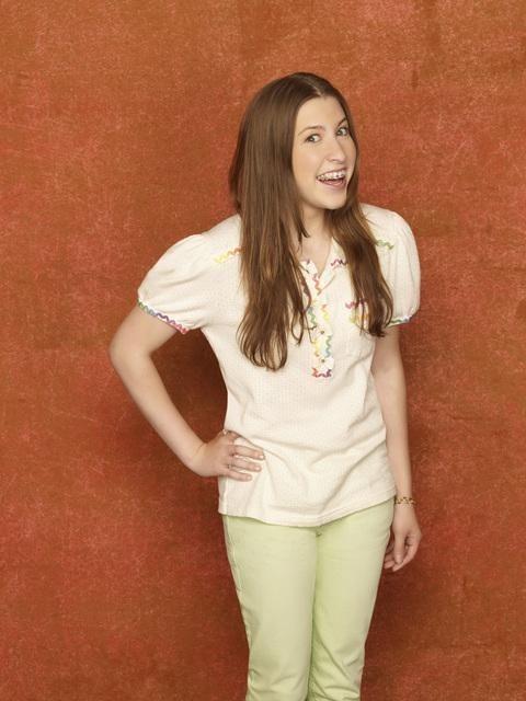Eden Sher è Sue nella stagione 2 della serie The Middle