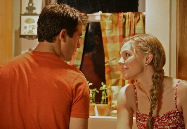 James Wolk ed Eloise Mumford nel pilot di Lone Star