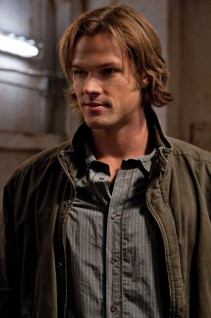 Jared Padalecki in una scena dell'episodio Two and a Half Men di Supernatural