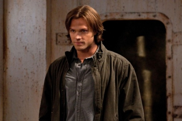 Jared Padalecki nell'episodio Two and a Half Men di Supernatural