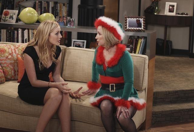 Jennifer Finnigan e Debra Jo Rupp nell'episodio Better with Ben di Better with You