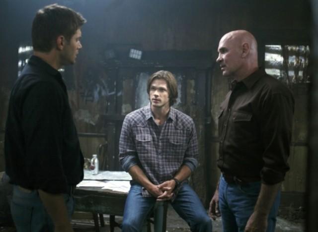 Jensen Ackles, Mitch Pileggi e Jared Padalecki nell'episodio Exile on Main Street di Supernatural