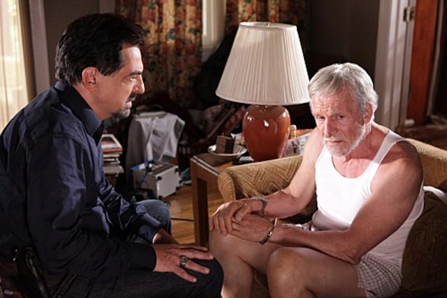 Joe Mantegna e Daniel J. Travanti in una scena dell'episodio Remembrance of Things Past di Criminal Minds