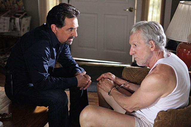 Joe Mantegna e Daniel J. Travanti nell'episodio Remembrance of Things Past di Criminal Minds