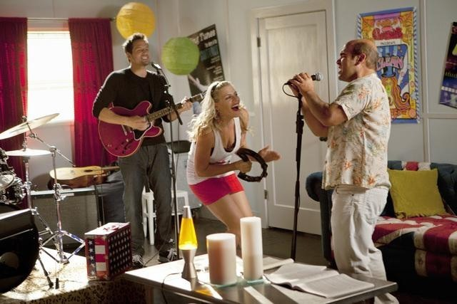 Josh Hopkins, Busy Philipps ed Ian Gomez nell'episodio Makin' Some Noise di Cougar Town