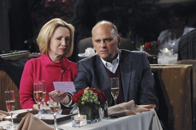 Kurt Fuller e Debra Jo Rupp nel pilot di Better with You