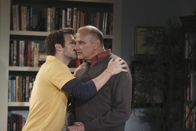 Kurt Fuller e Jake Lacy nell'episodio Better with Ben di Better with You
