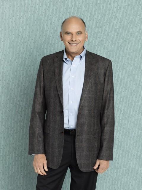 Kurt Fuller è Joel nella serie Better with You