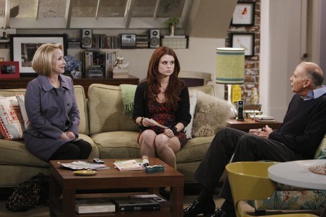 Kurt Fuller, Joanna Garcia e Debra Jo Rupp nell'episodio Better with Firehouse di Better with You