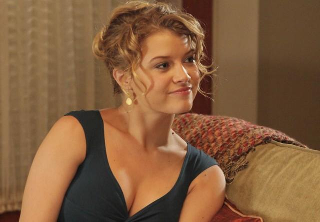 La guest star Sarah Jones nell'episodio One in Every Family di Lone Star