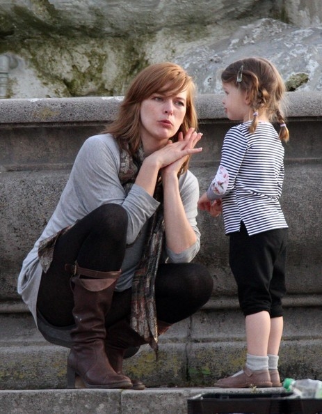 Milla Jovovich e la figlia Ever in Germania