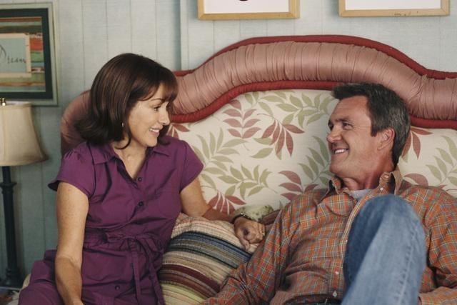 Neil Flynn e Patricia Heaton nell'episodio Back to School di The Middle
