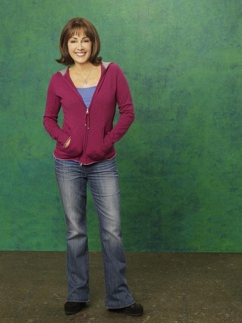 Patricia Heaton è Frankie in una foto promozionale della stagione 2 della serie The Middle