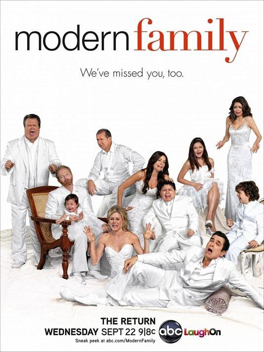 Un poster della stagione 2 di Modern Family