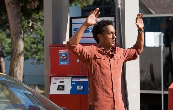 Andre Royo in una scena dell'episodio Olivia di Fringe