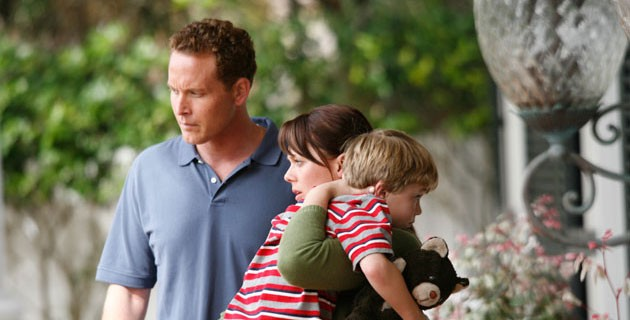 Cole Hauser e Kate Levering in un'immagine del film Like Dandelion Dust