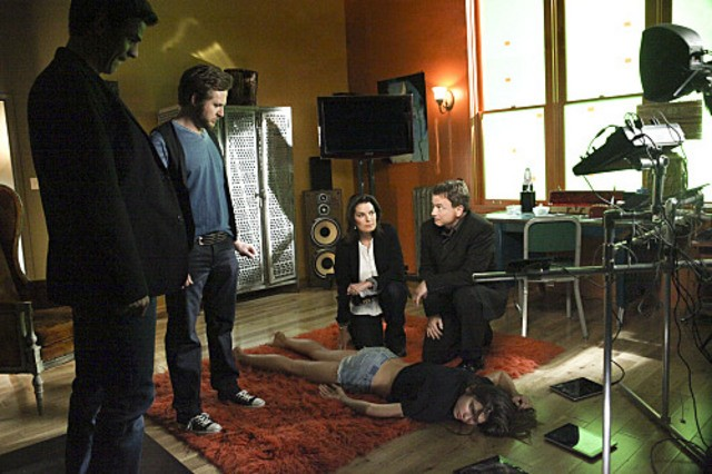 Eddie Cahill, A.J. Buckley, Sela Ward e Gary Sinise nell'episodio Unfriendly Chat di CSI New York