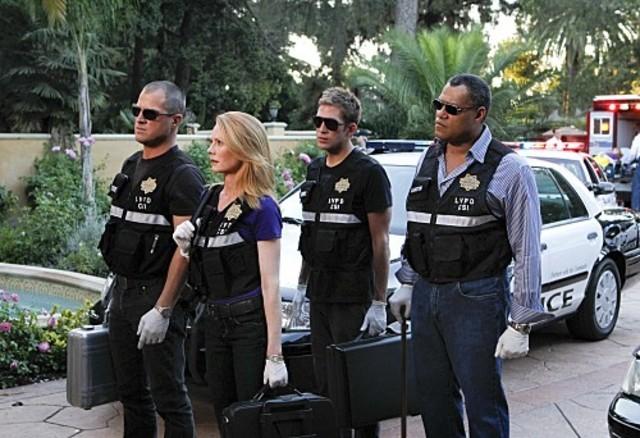 George Eads, Marg Helgenberger, Eric Szmanda e Laurence Fishburne nell'episodio Sqweegel di CSI