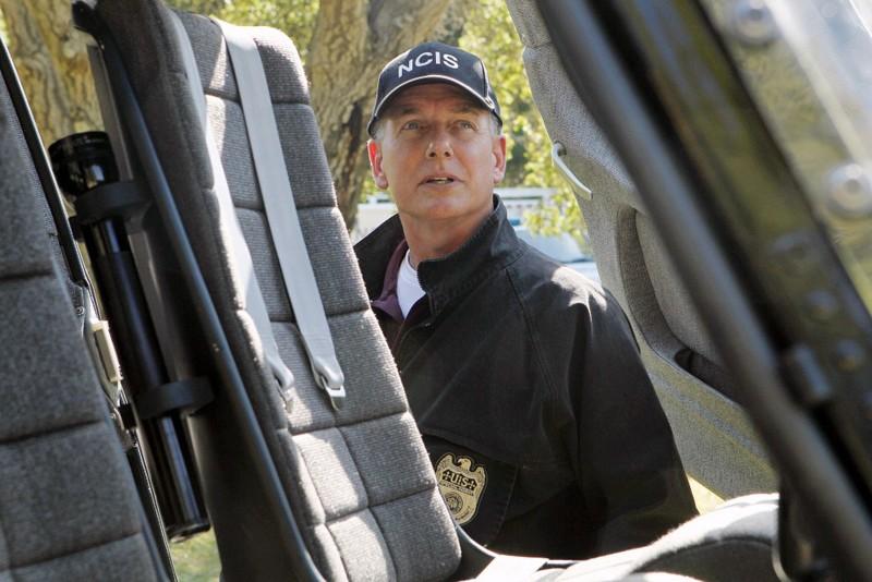 Gibbs (Mark Harmon) in una scena dell'episodio Spider and the Fly di N.C.I.S.
