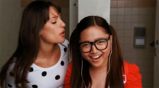 Lea Michele e Charice in una scena dell'episodio Audition, premiere della stagione 2 di Glee