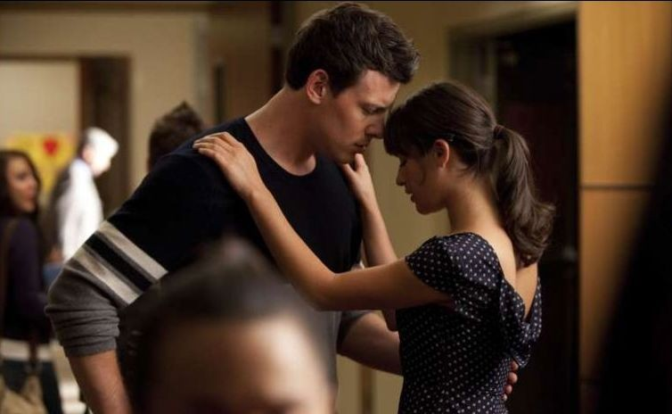 Lea Michele e Cory Monteith in una scena dell'episodio Audition, premiere della stagione 2 di Glee