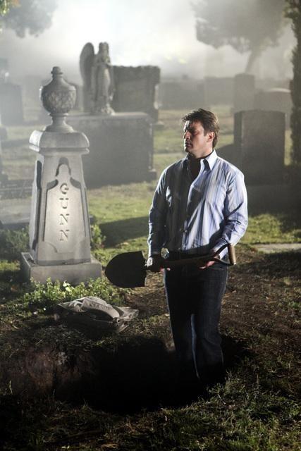 Nathan Fillion in una scena dell'episodio Under The Gun di Castle