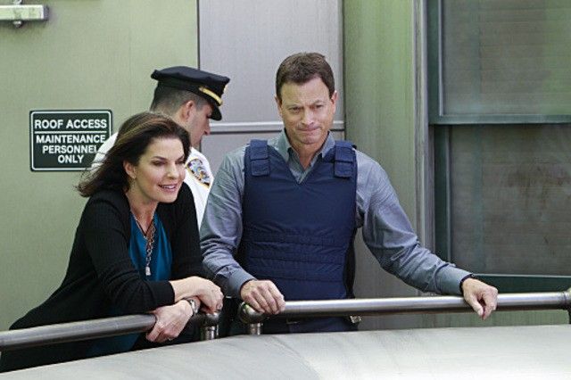 Sela Ward e Gary Sinise nell'episodio The 34th Floor di CSI New York