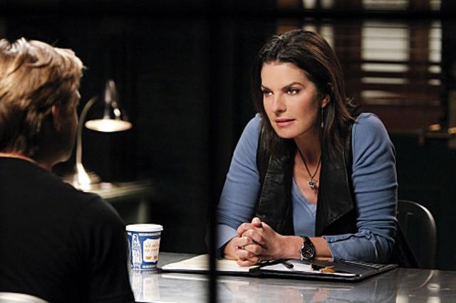 Sela Ward in una scena dell'episodio Damned If You Do di CSI New York