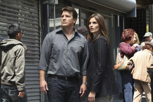 Stana Katic e Nathan Fillion nell'episodio Under The Gun di Castle