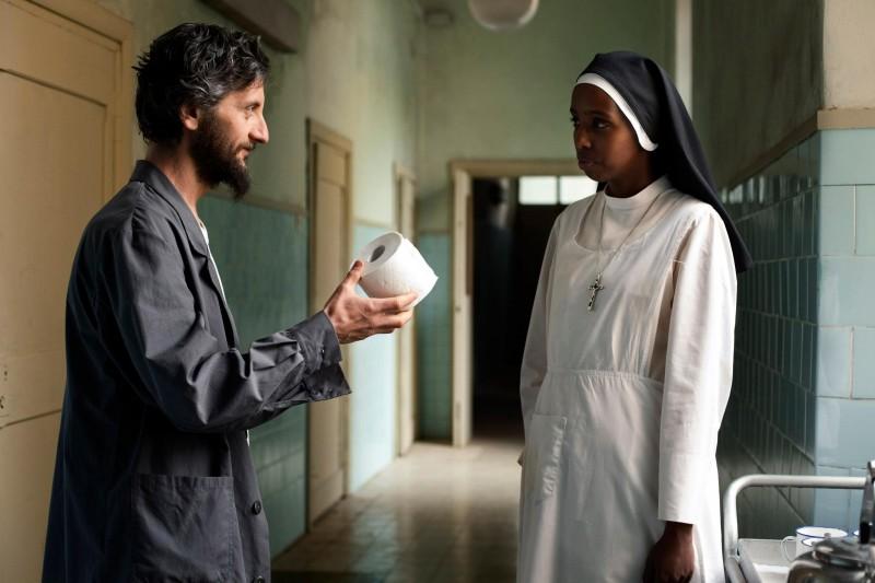 Ascanio Celestini e Igiaba Scego in un'immagine del film La pecora nera