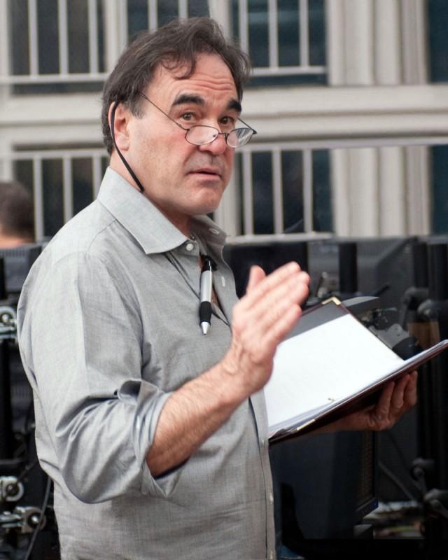Il regista Oliver Stone sul set di Wall Street 2: Money Never Sleeps