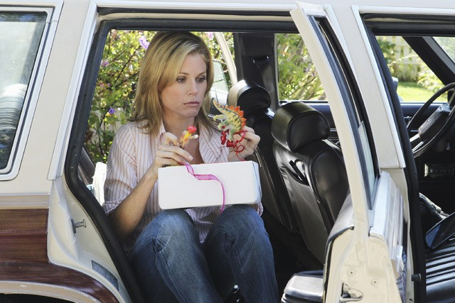 Julie Bowen nell'episodio Old Wagon di Modern Family