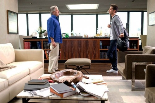 Michael Douglas e Shia LaBeouf in una scena di Wall Street 2: Money Never Sleeps