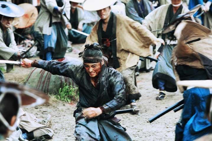 Un'immagine del combattimento finale del film 13 Assassins di Takashi Miike