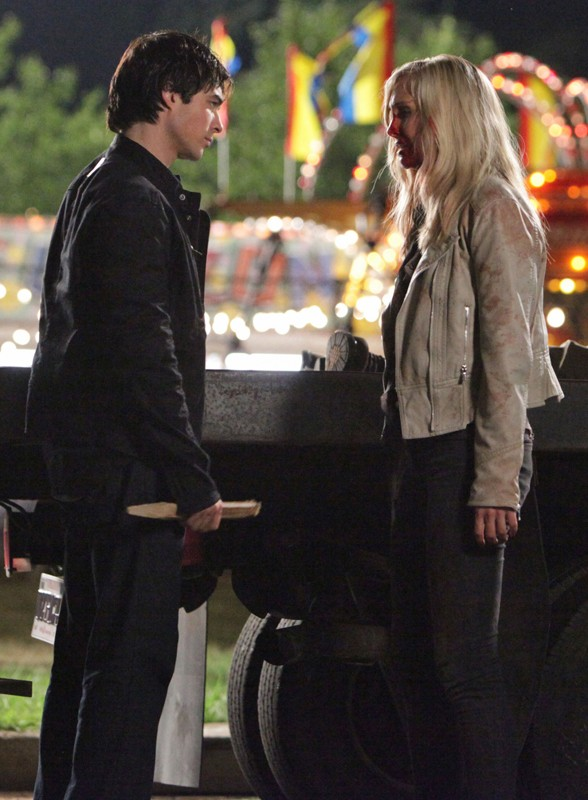 Damon (Ian Somerhalder) affronta Caroline (Candice Accola) in: Brave New World di Vampire Diaries