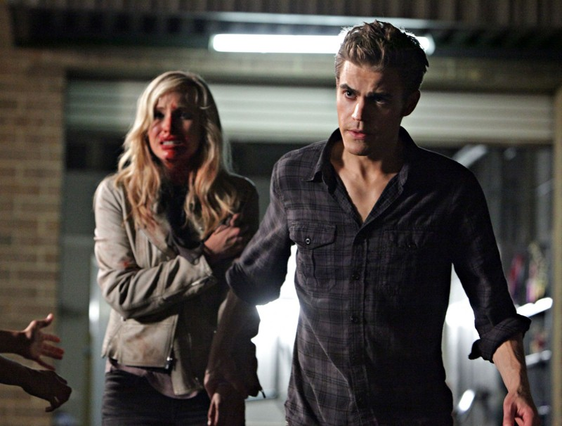 Paul Wesley e Candice Accola in un momento dell'episodio Brave New World di Vampire Diaries