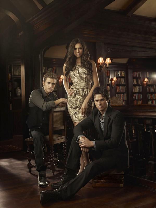 Una nuova foto promo per la stagione 2 di Vampire Diaries con il trio protagonista