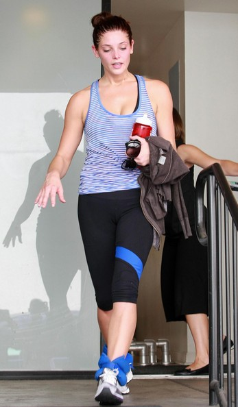 Ashley Greene esce dalla palestra a Studio City
