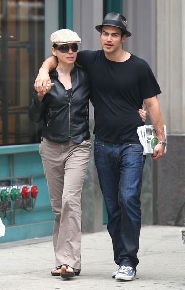 Julianna Margulies e il marito Keith Lieberthal passeggiano per Soho