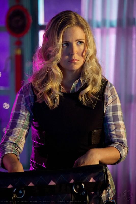 Keri Lynn Pratt in una scena dell'episodio Shield di Smallville