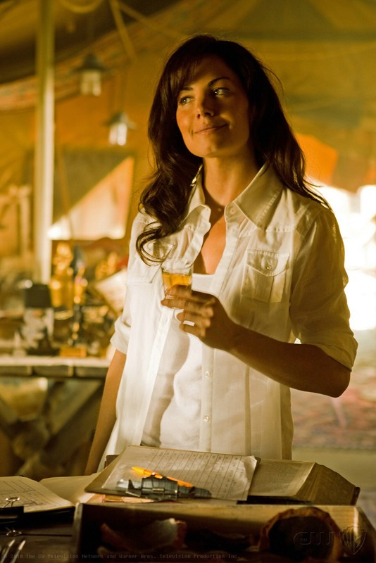 Lois (Erica Durance) in un momento dell'episodio Shield di Smallville