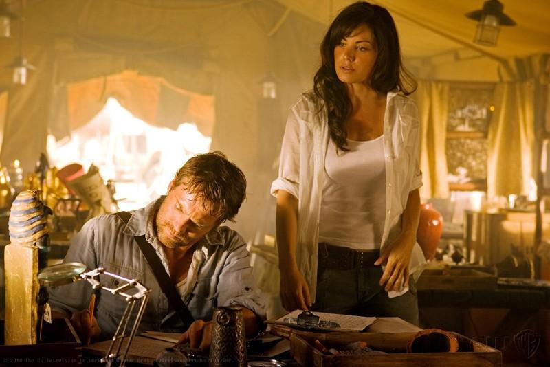 Michael Shanks ed Erica Durance in Egitto nell'episodio Shield di Smallville