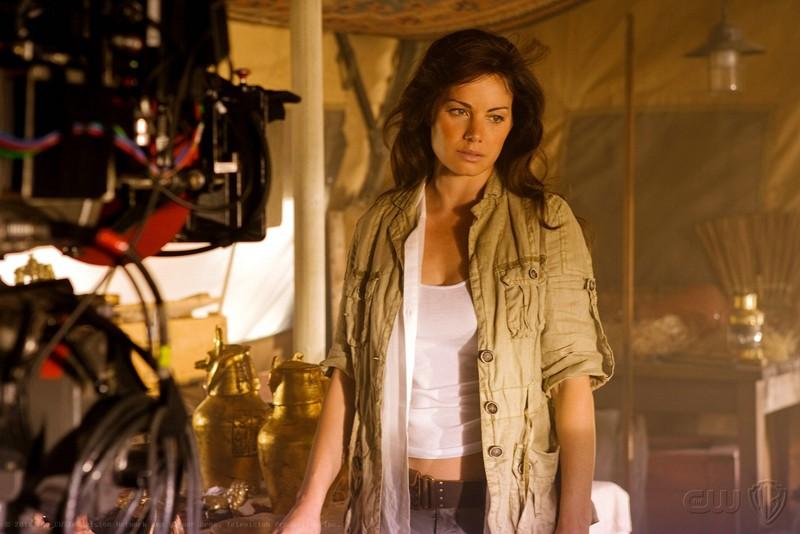Erica Durance sul set dell'episodio Shield di Smallville