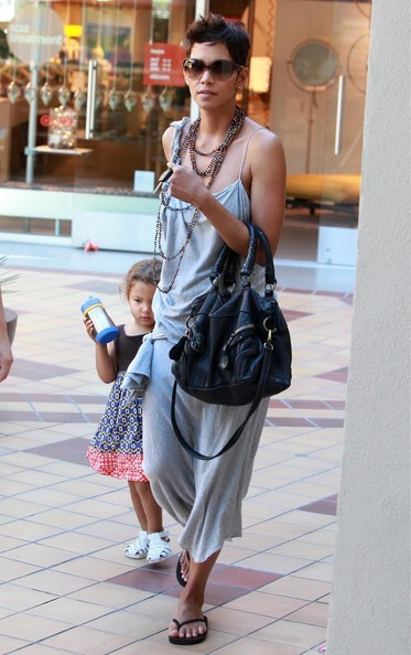 Halle Berry fa spese con la figlia Nahla a West Hollywood