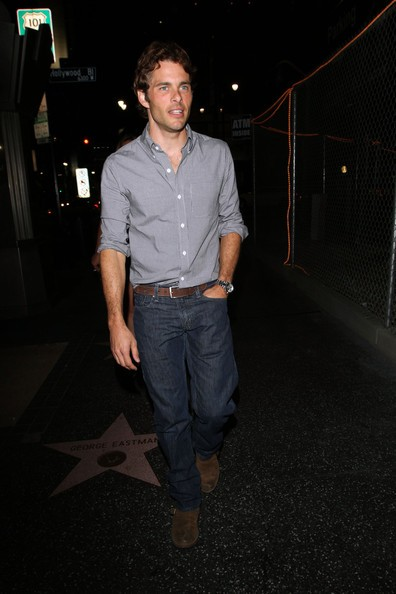 James Marsden mentre esce dal famoso ristorante: Katsuya di West Hollywood