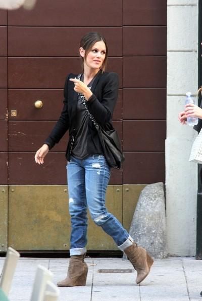 Rachel Bilson cammina per Milano con alcuni amici
