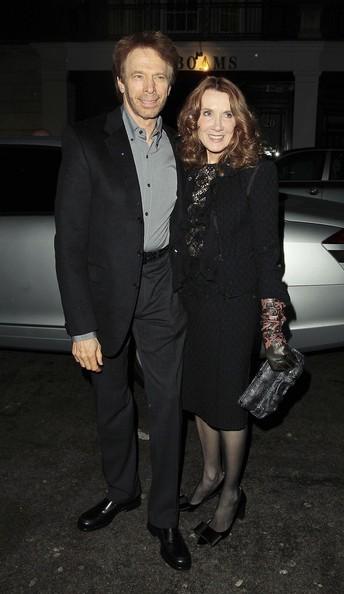 Jerry Bruckheimer e la moglie Linda prima di cenare con Sienna Miller e Jude Law in un ristorante di Londra