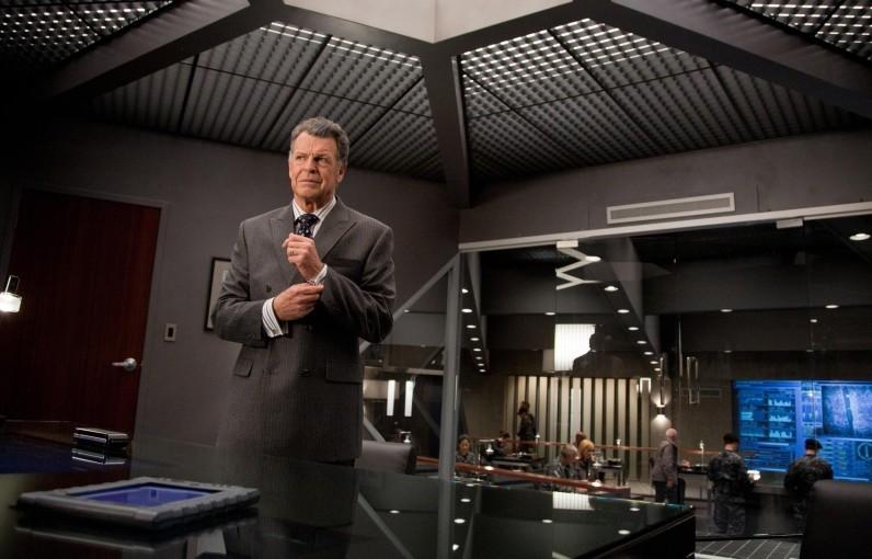 John Noble nell'episodio The Plateau di Fringe