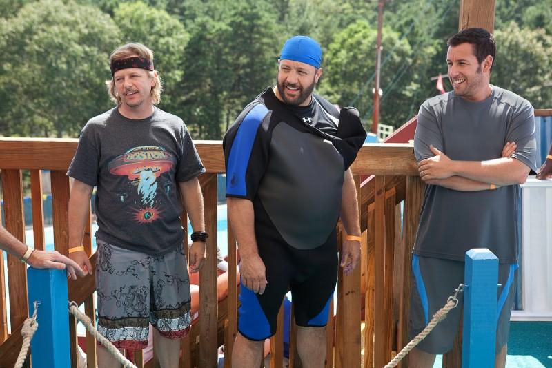 Kevin James, David Spade e Adam Sandler nel film Un weekend da bamboccioni