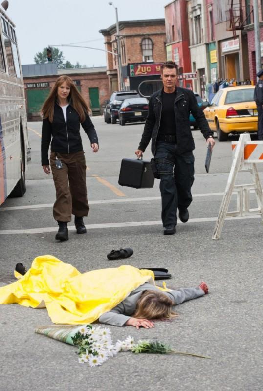 Seth Gabel ed Anna Torv nell'episodio The Plateau di Fringe
